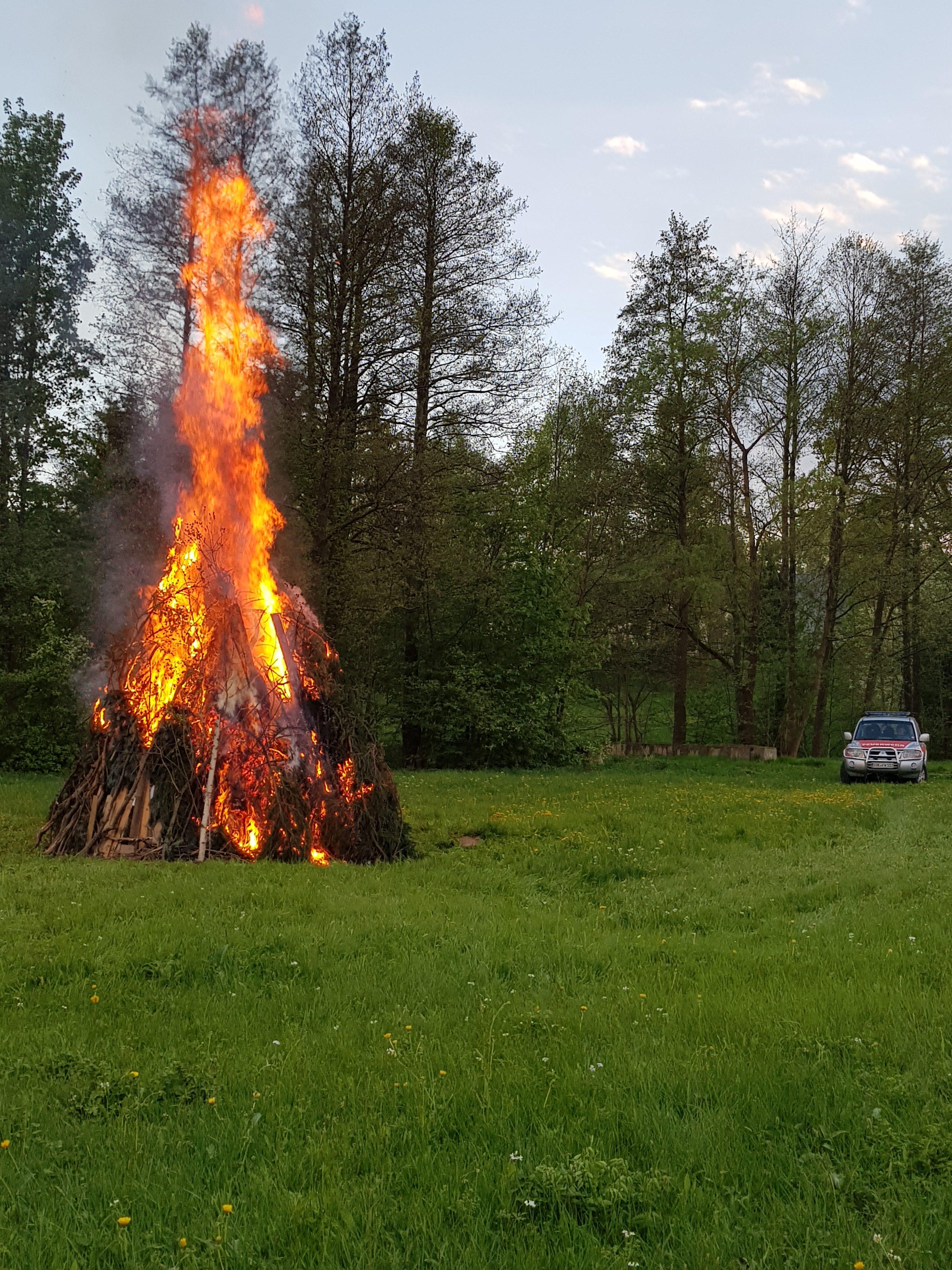 Holz fahren - Maifeuer